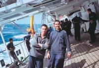 Кадеты Женя Тахтобин и Женя Оненко на палубе «Надежды»
