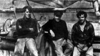 Капитан Бимстербоер (в центре) с членами команды своего бота