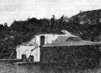 Катамаран «Круиз» с опущенными транцевыми плитами на стоянке