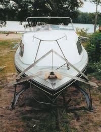"""Катер """"Даль-580"""", вид спереди и сверху"""