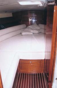 """Каюта катера """"Colombo Romance 32"""""""