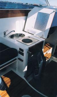 Кухонная плита и мойка