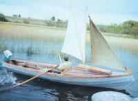 Лодка-кижанка с парусами