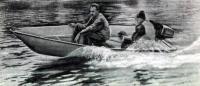 Лодка «Аргон-360» с двумя пассажирами на ходу