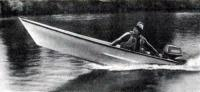 Лодка «Аргон-360» с одним человеком на ходу