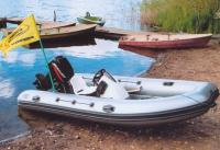 """Лодка """"Фрегат-420 РИБ"""" возле берега"""