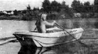 Лодка «Ильмень» на ходу с одним человеком