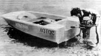 Лодка «Лотос» на воде