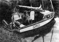 Лодка, обшитая дюралевыми листами и с надстройкой-баком вместо рубки