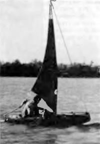 Лодка «Славянка-М» под парусом