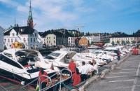 Лодки на пристани в городе Арендаль
