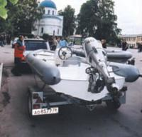 Лодки транспортируют к старту