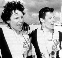 МакКеан (слева) и Дадд на берегу сразу после заезда 26 октября 1993 г.