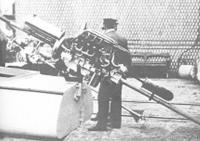 Механик Альфред Сегуин со своим веслом
