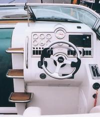 """Место водителя катера """"Hydrolift T30V2"""""""
