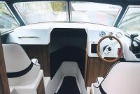 """Место водителя катера """"Новолна-650"""""""