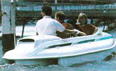 Мини-катер «Эксплорер» с тремя пассажирами