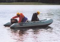 """Мотолодка """"Кайман N360"""" на воде"""