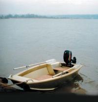 Мотолодка Казаночка у берега