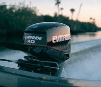 """Мотор на транце """"Evinrude E-Tec"""" мощностью 40 л.с."""