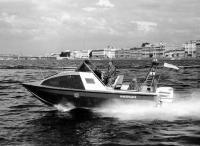 Моторная лодка Альянс на ходу