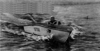 Моторная лодка «Ласточка» на ходу
