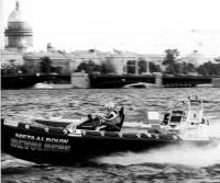 Моторная лодка на дистанции
