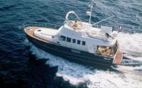 Моторная яхта в популярном траулерном стиле Swift Trawler 42