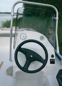 На приборной панели водителя достаточно места для установки вольтметра