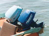 На транце лодки два мотора Ветерок