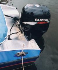 """На транце висит четырехтактный """"Suzuki"""""""