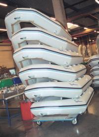 На заводе в Тулузе изготавливают надувнушки до 3.5 м длиной
