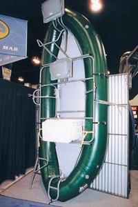Надувная сплавная лодка с жестким внутренним каркасом