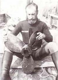 Навыки аквалангиста пригодились В. Гладкову при ремонте гребного винта
