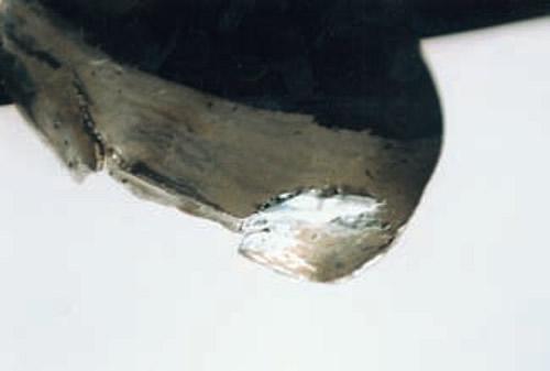 Одна из трещин лопасти запаяна