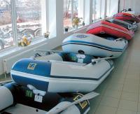Отдел с надувными лодками в магазине