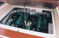 """Открытый капот катера """"Colombo Romance 32"""""""
