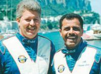 Победители чемпионата пилот Али Нассер (справа) и тротлмен Ренди Скизм