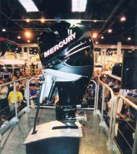"""Подвесной мотор """"Mercury Verado"""" на выставке"""