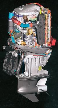"""Подвесной мотор """"Mercury Verado"""" со снятым капотом"""