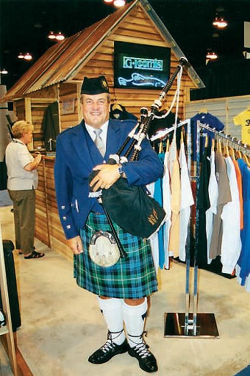 Профессиональный шотландский трубач Гордон Блэк