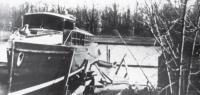 Прогулочный катер, построенный на верфи А. Л. Золотова перед спуском на воду, 1911 г.