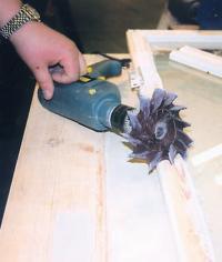 Против шведской резиновой фрезы не устоит ни дерево, ни бетон