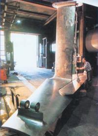 """Рис. 3. Т-образное носовое крыло с управляемым закрылком фирмы """"Vosper Thornycroft"""""""