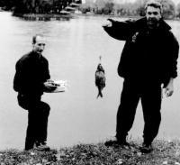 Рыбаки со свое снастью и добычей