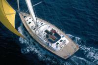 """Серийная яхта """"Beneteau 57"""" имеет оригинальную планировку с центральным кокпитом"""