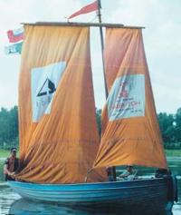 Шлюпка морского клуба юных моряков «Алые паруса»