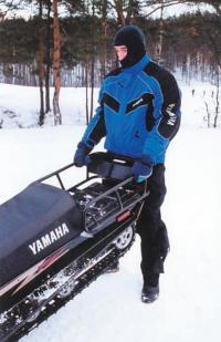 Снегоход легко вызволить из снежного плена усилиями одного человека