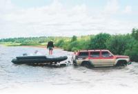 Спуск мотолодки из трейлера в воду