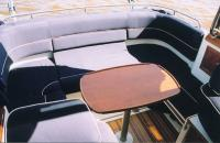 """Столик и диван в корме катера """"Aquador 23 HT"""""""